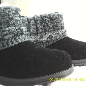 Muk Luks Women's Patti Boots, Color Black.